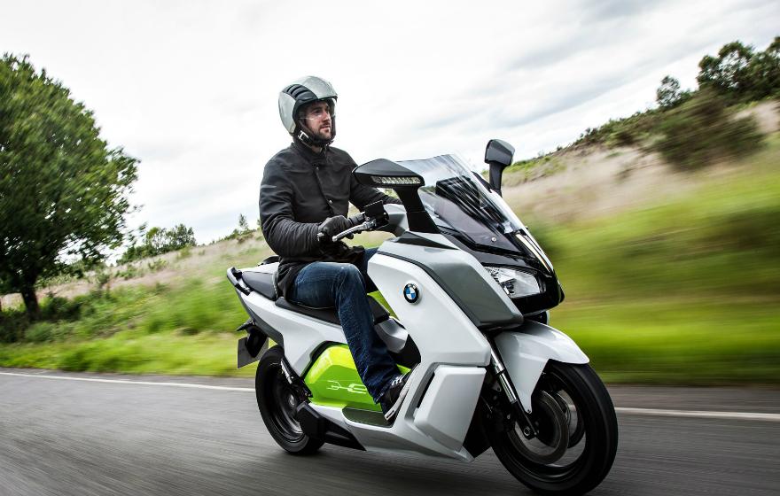 BMW presenta una versión evolucionada de su motocicleta eléctrica