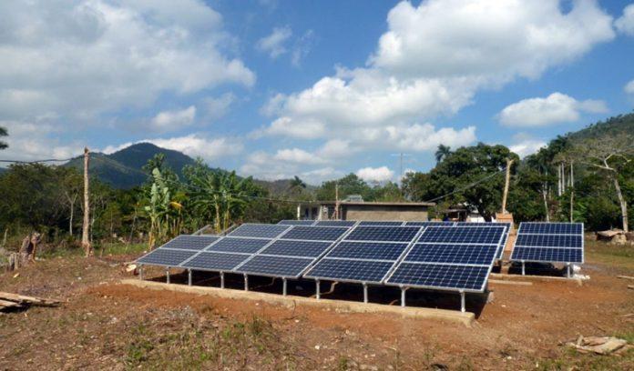 Cuba construye 59 parques solares para disminuir dependencia del petróleo