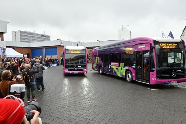 Mercedes Benz entrega autobuses eléctricos